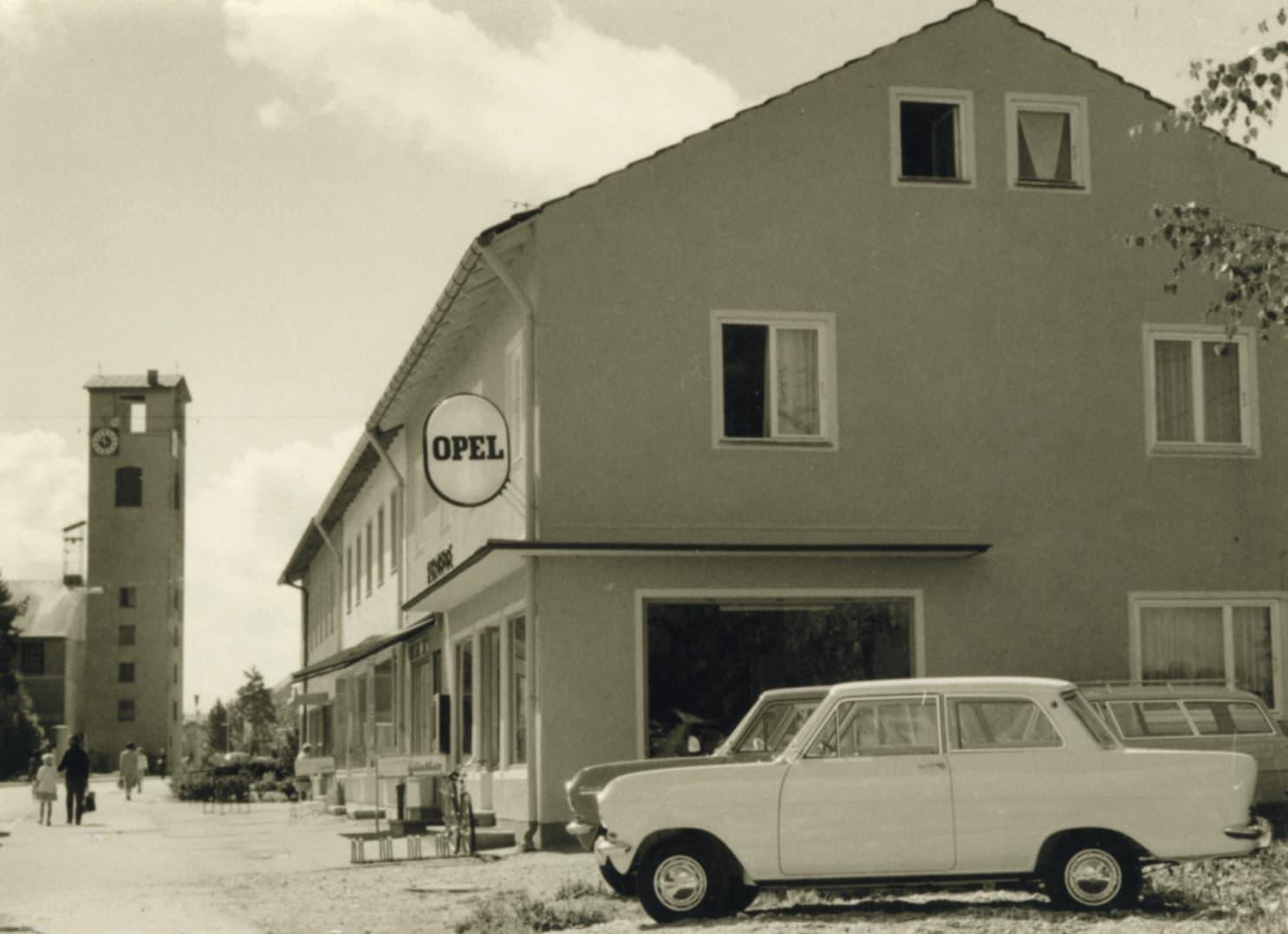 historischer Opel Stützpunkt